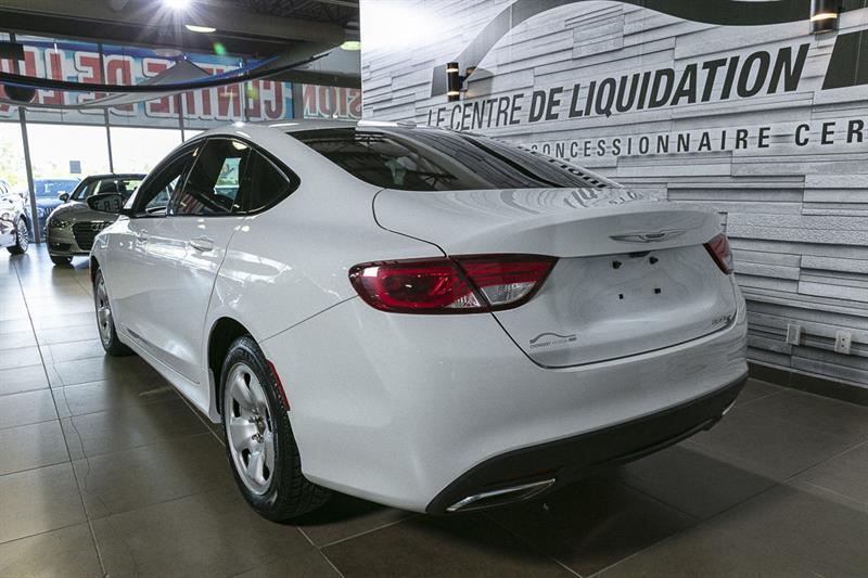 Chrysler 200 5