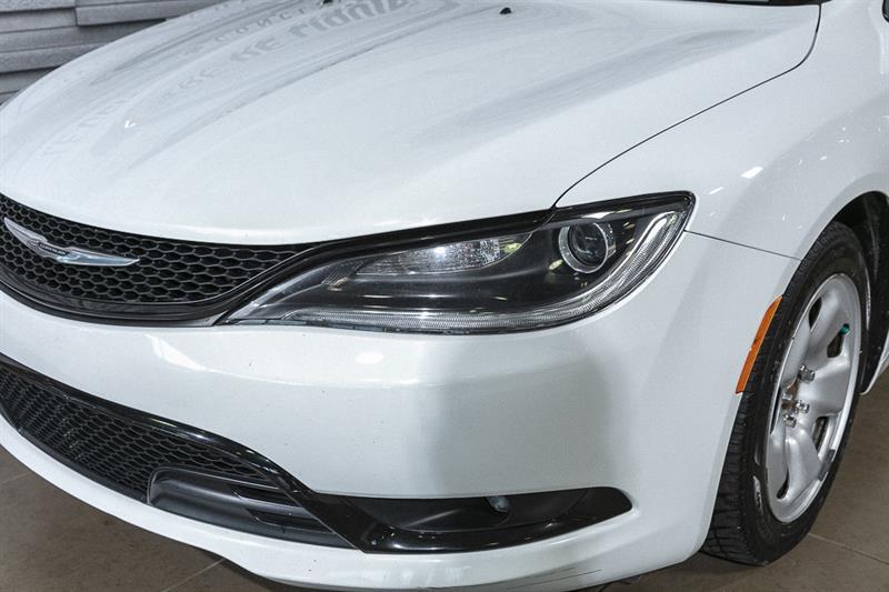 Chrysler 200 10