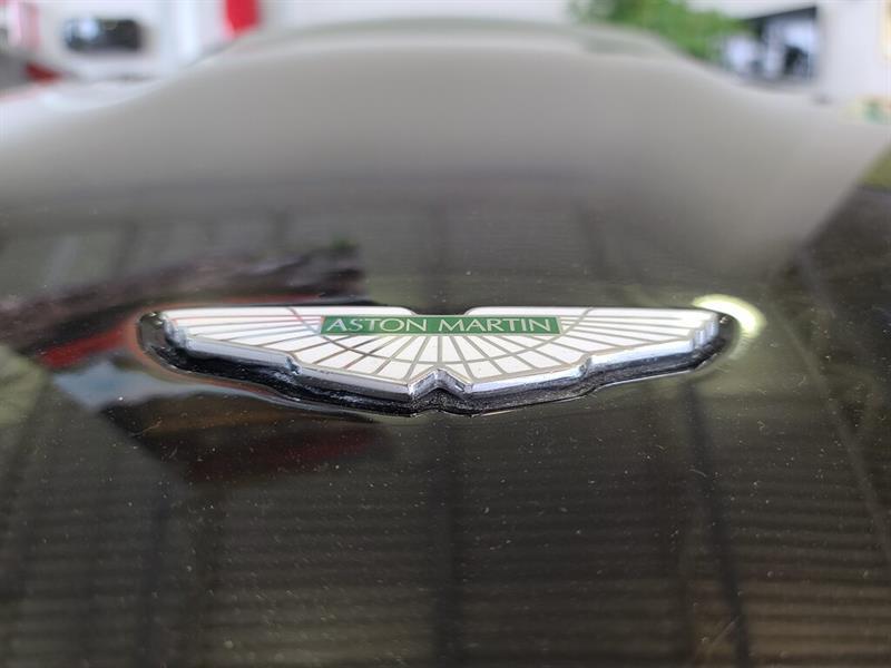 Aston Martin DB9 4