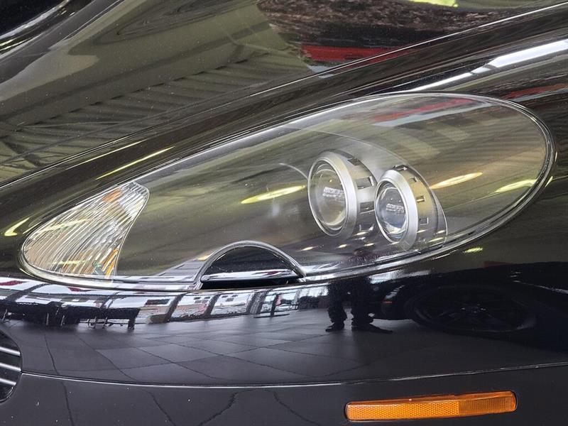 Aston Martin DB9 6