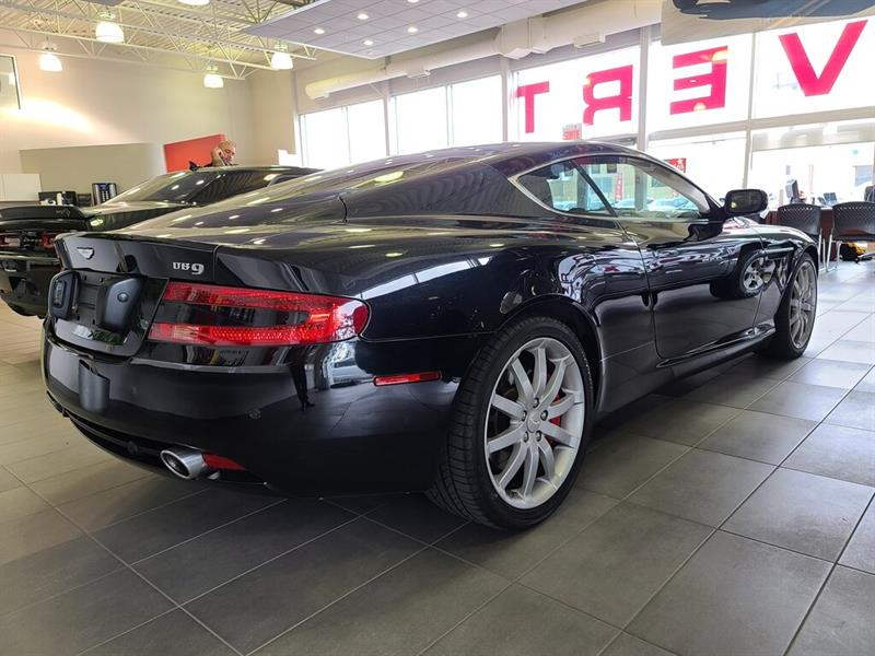 Aston Martin DB9 12