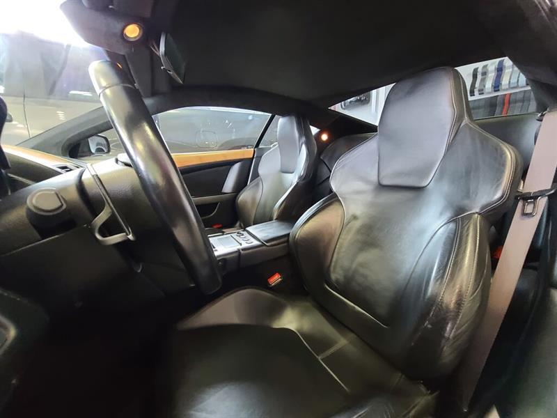 Aston Martin DB9 18