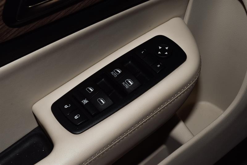 Chrysler 200 17