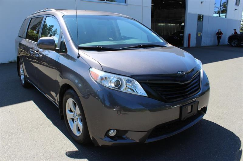 2013 Toyota Sienna Tri-Zone Climate Control. Heated Mirrors #12816A (KEY 28)