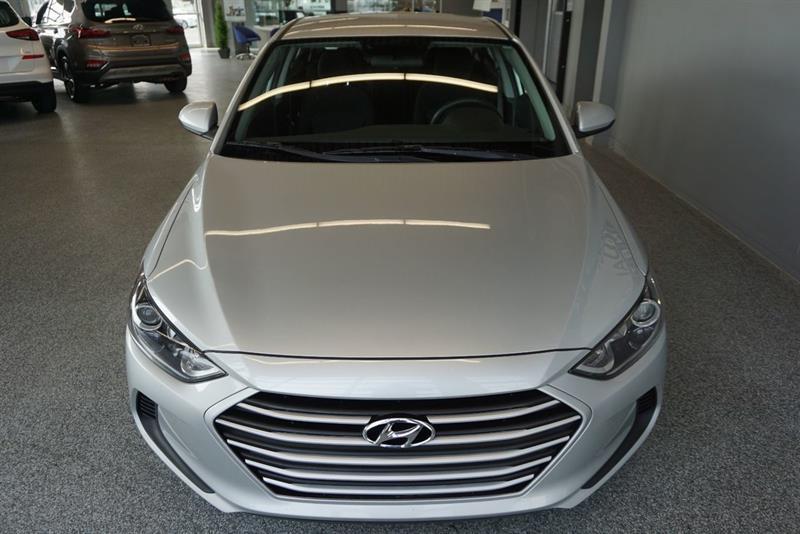 Hyundai Elantra Sedan 4