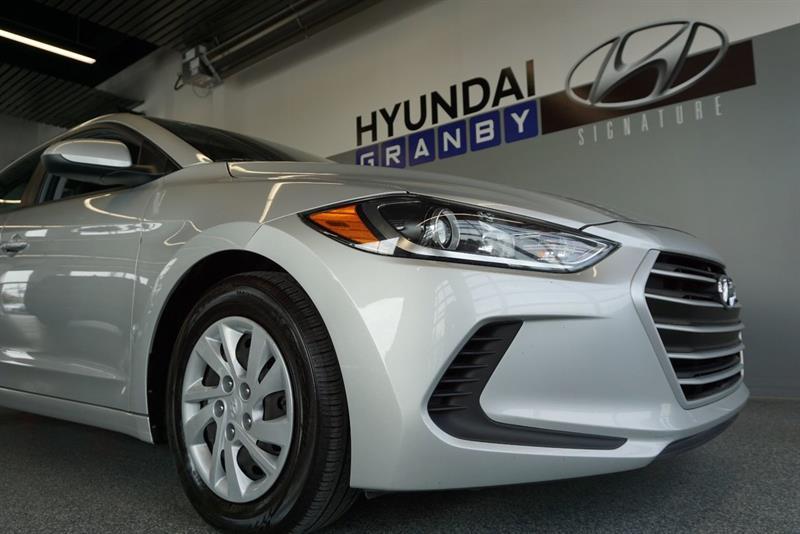 Hyundai Elantra Sedan 6