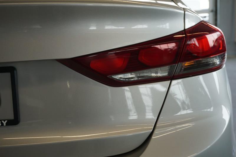 Hyundai Elantra Sedan 11