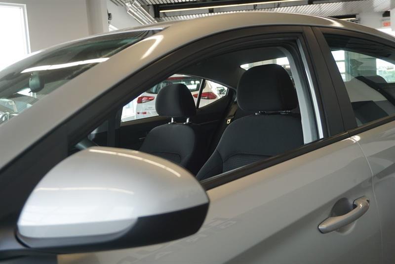 Hyundai Elantra Sedan 14