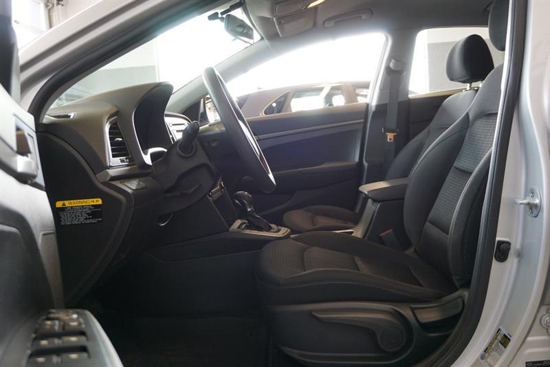 Hyundai Elantra Sedan 16