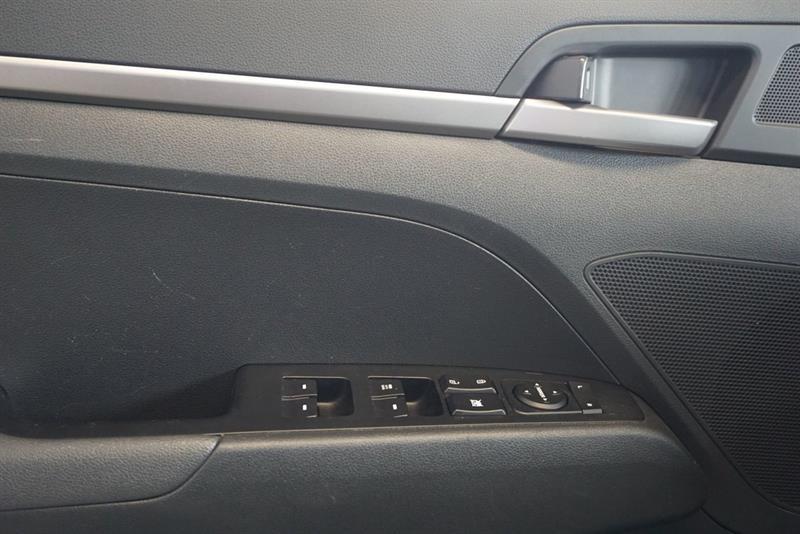 Hyundai Elantra Sedan 18