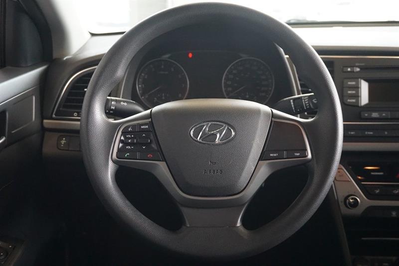 Hyundai Elantra Sedan 21