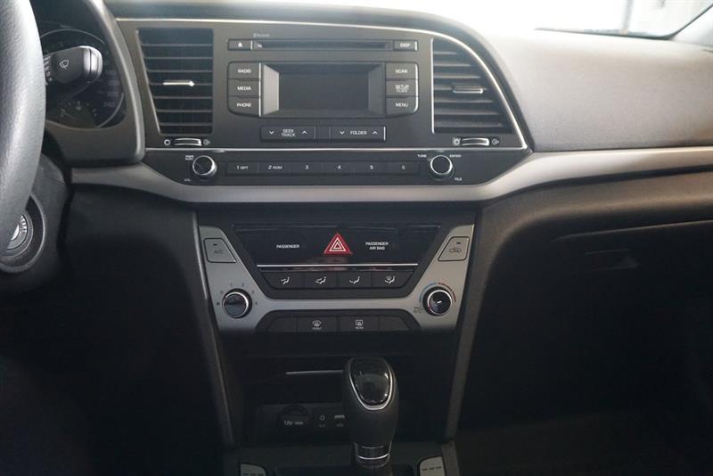 Hyundai Elantra Sedan 25