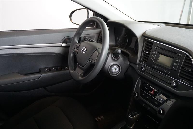 Hyundai Elantra Sedan 32