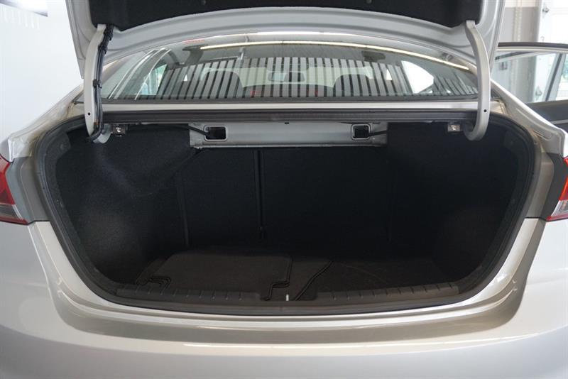 Hyundai Elantra Sedan 40