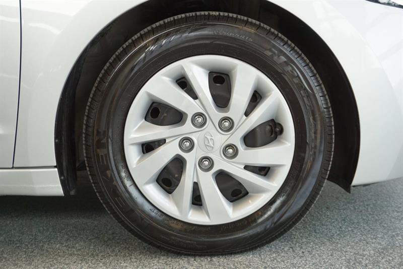 Hyundai Elantra Sedan 43