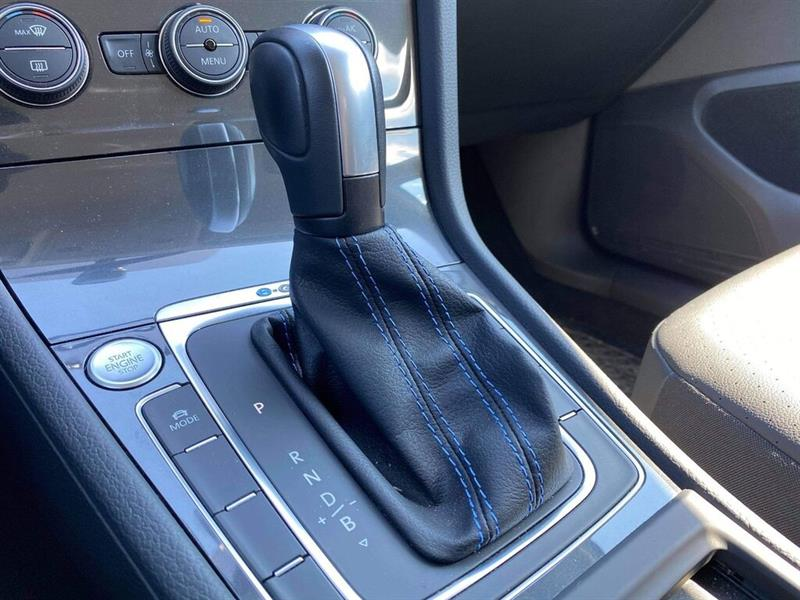 Volkswagen e-Golf 9