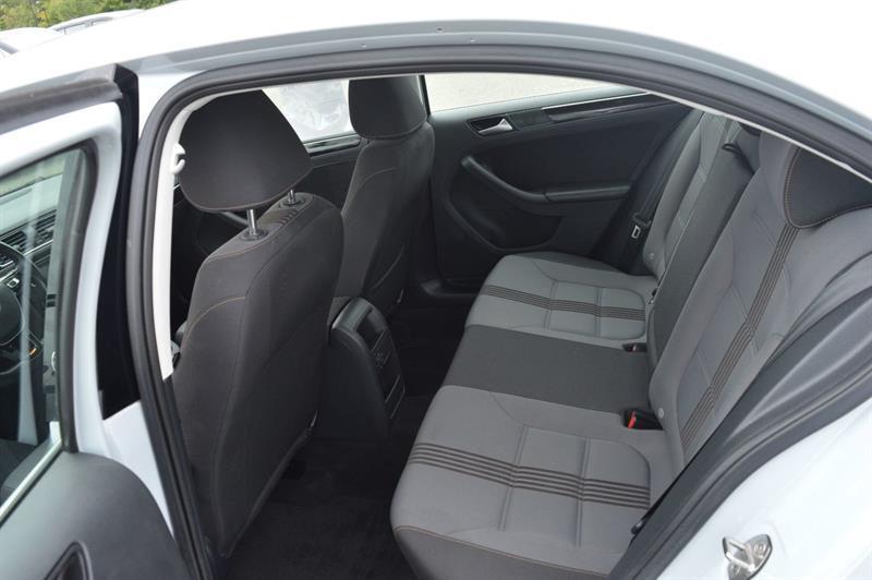 Volkswagen Jetta Sedan 14