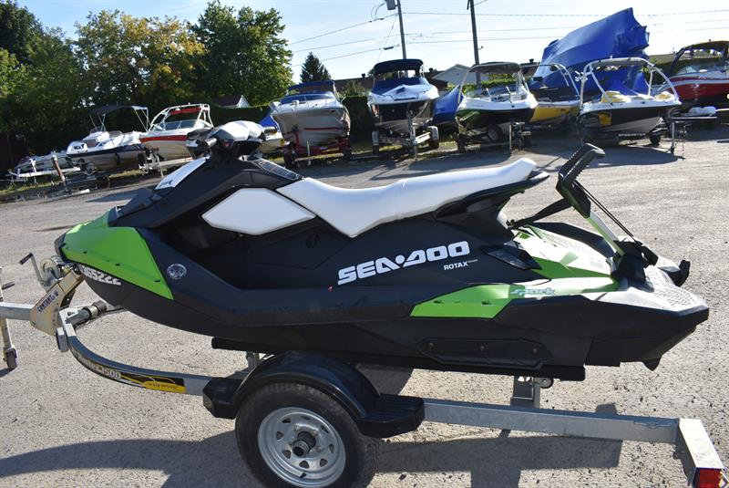 Bombardier SPARK 2016 3UP 90HP IBR
