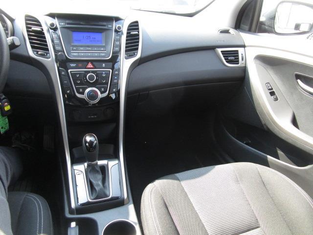 Hyundai Elantra GT 34
