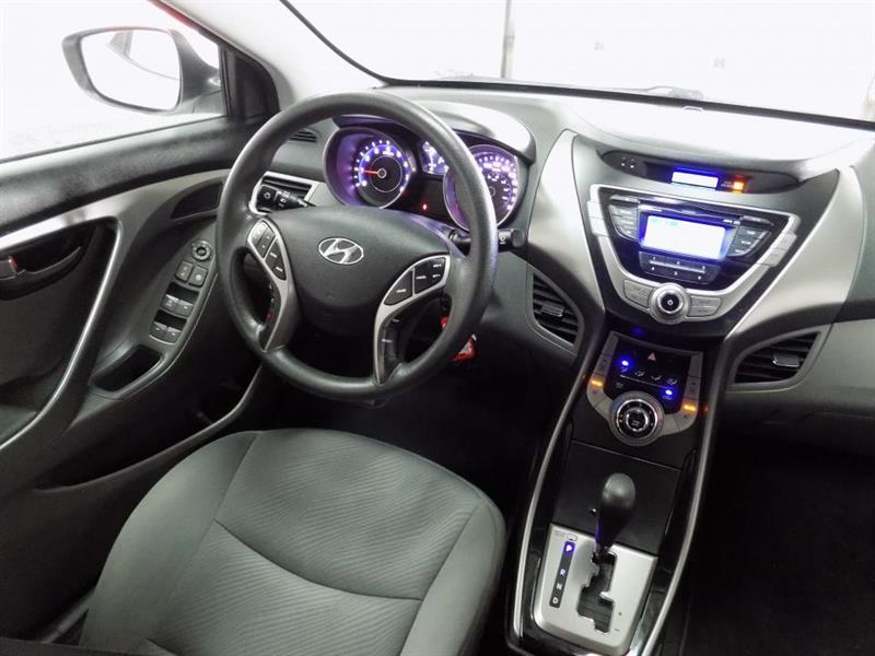 Hyundai Elantra 24
