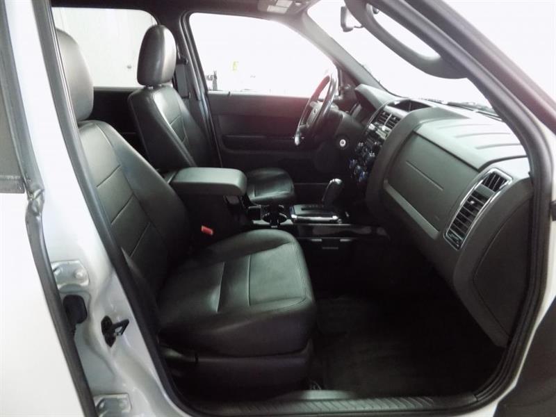 Ford Escape 4WD 21