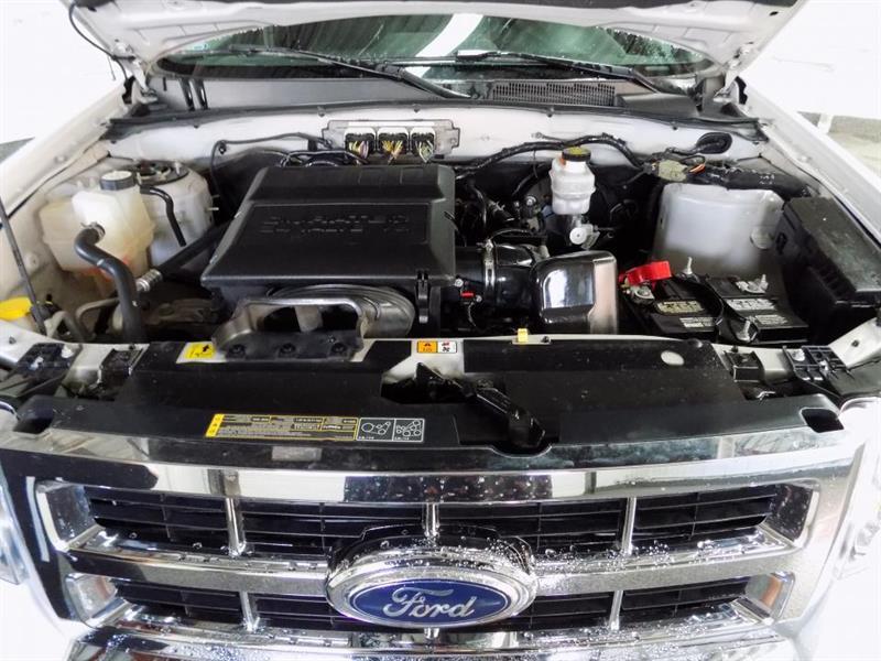 Ford Escape 4WD 24