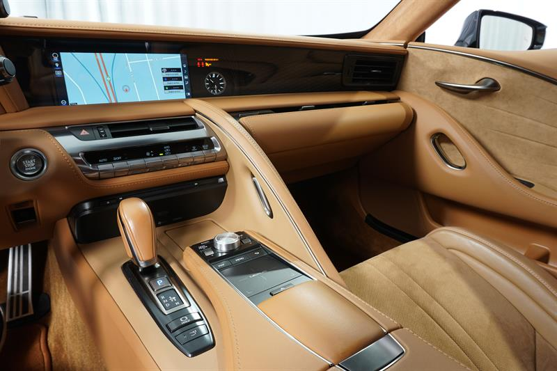 Lexus LC 16
