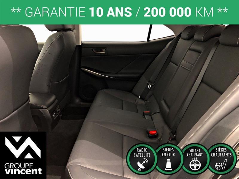 Lexus IS 300 26