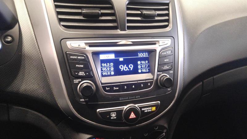 Hyundai Accent 12