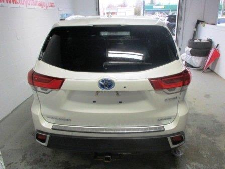 Toyota Highlander Hybrid 3