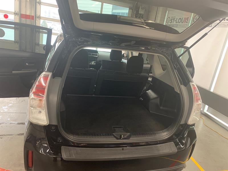 Toyota Prius V 15