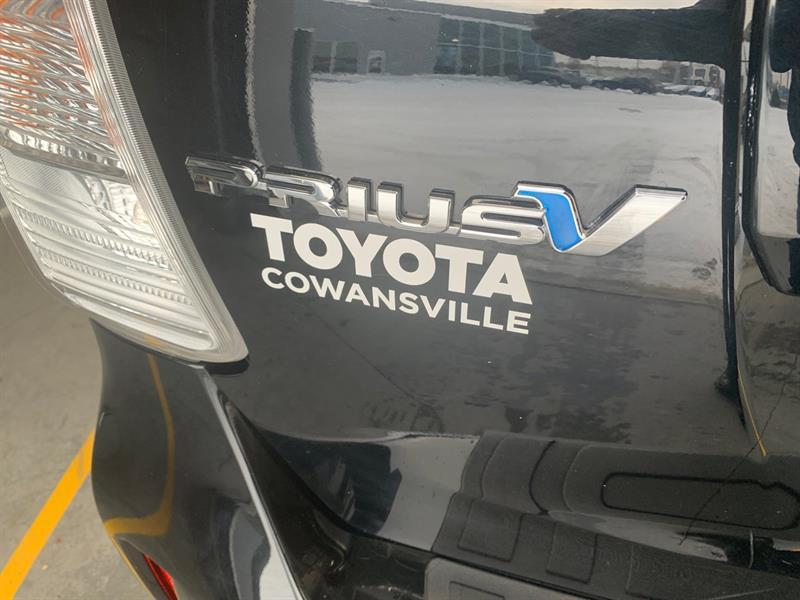 Toyota Prius V 20