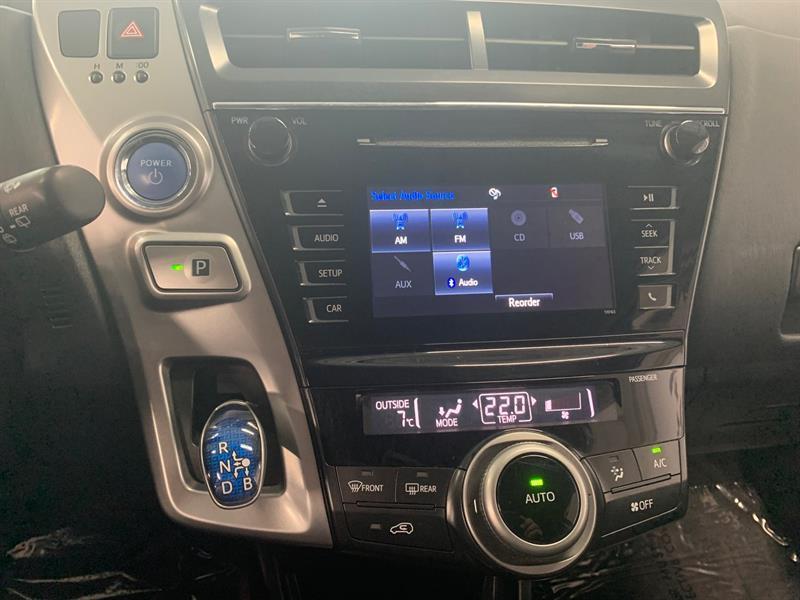 Toyota Prius V 28