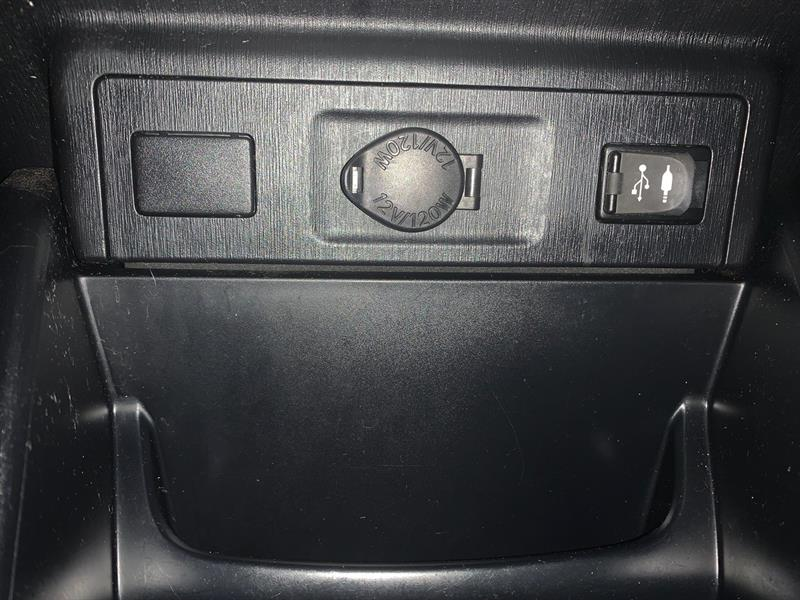 Toyota Prius V 31