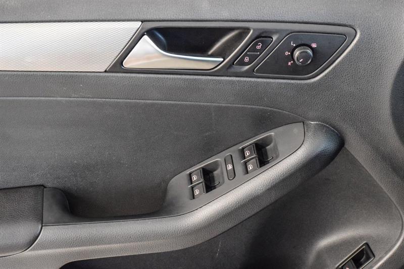 Volkswagen Jetta Sedan 11