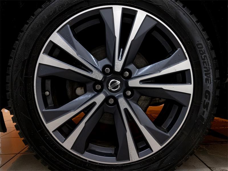 Nissan Pathfinder 38