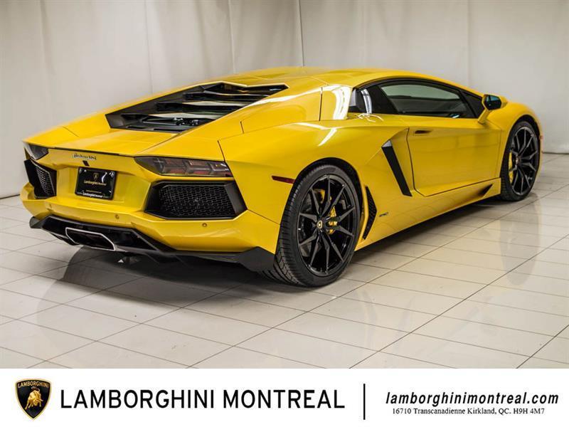 Lamborghini Aventador 6