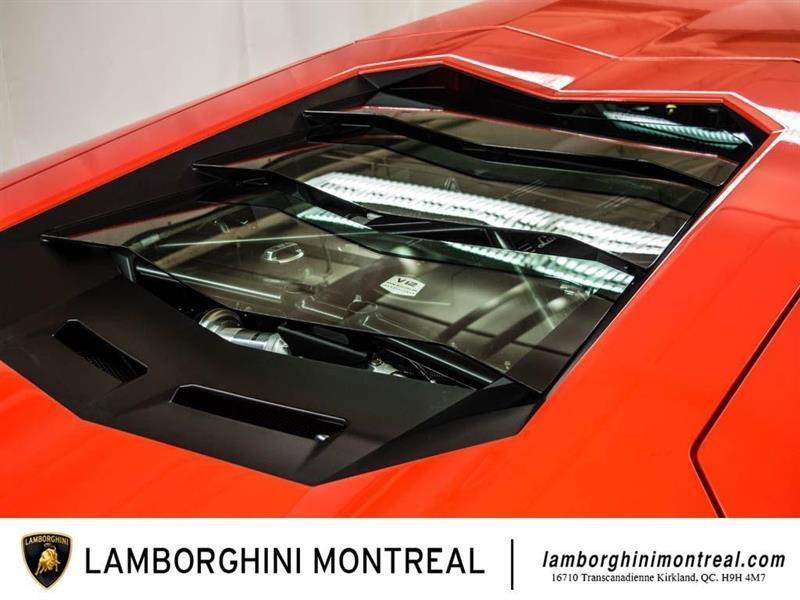 Lamborghini Aventador 14