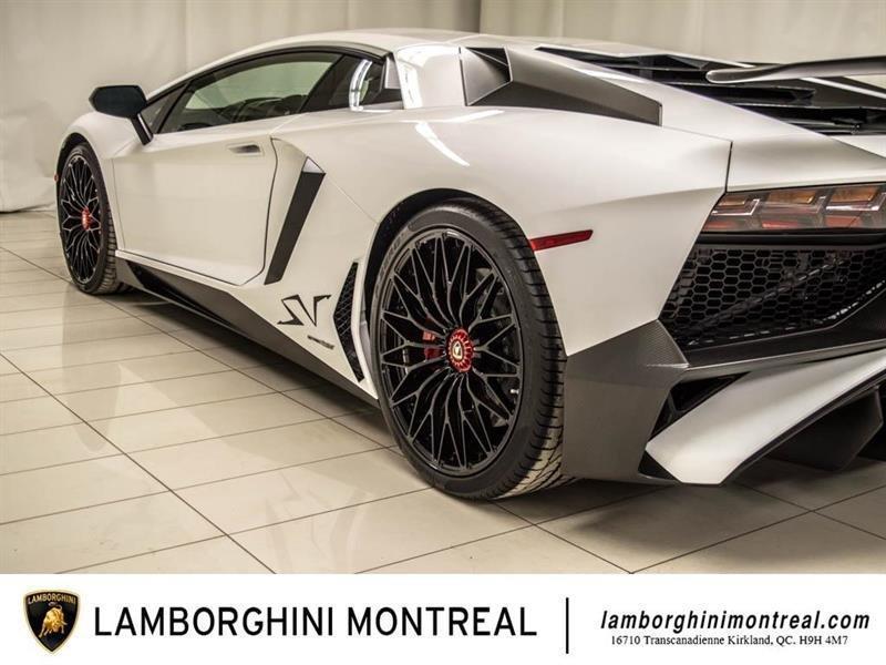 Lamborghini Aventador 13