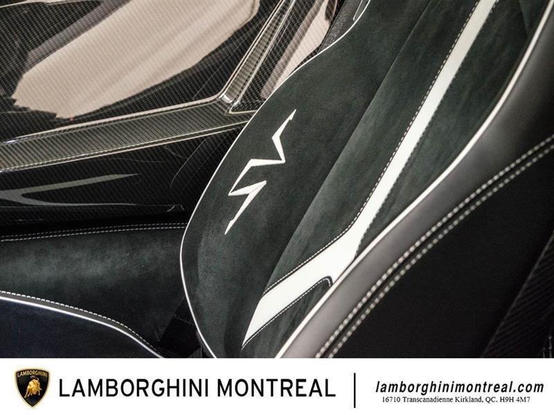 Lamborghini Aventador 31