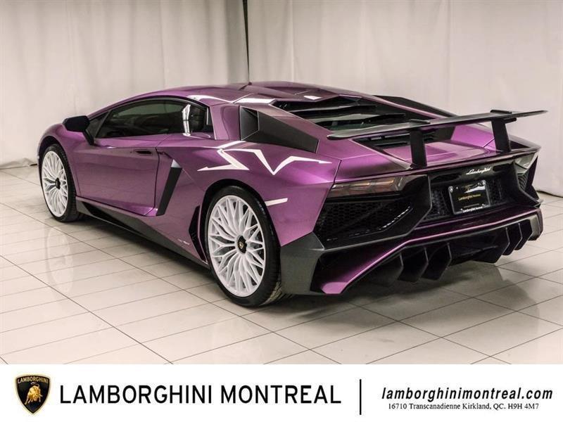 Lamborghini Aventador 4