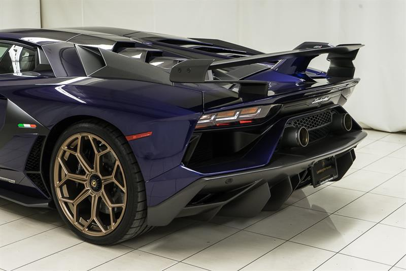 Lamborghini Aventador 9