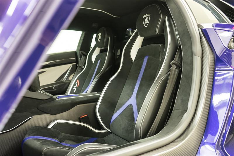 Lamborghini Aventador 32