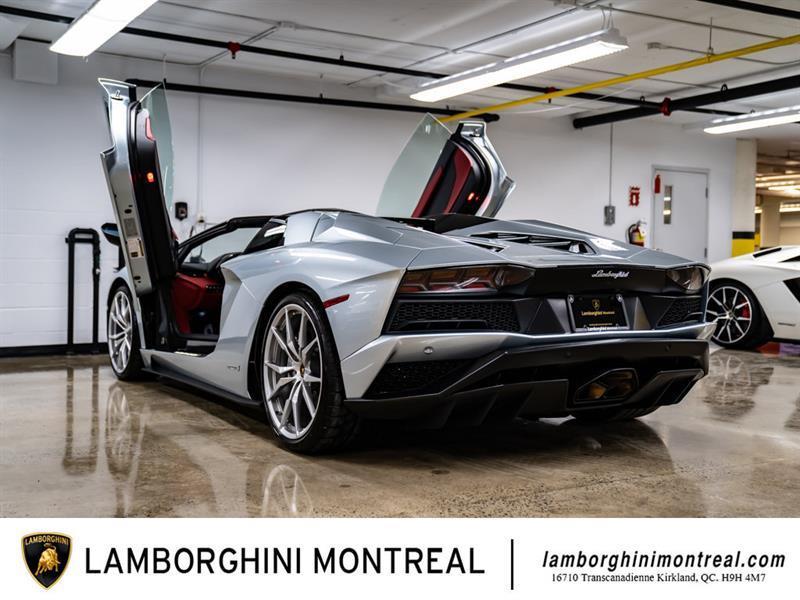 Lamborghini Aventador 8