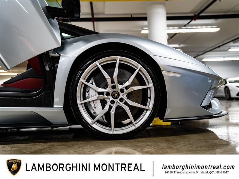 Lamborghini Aventador 34