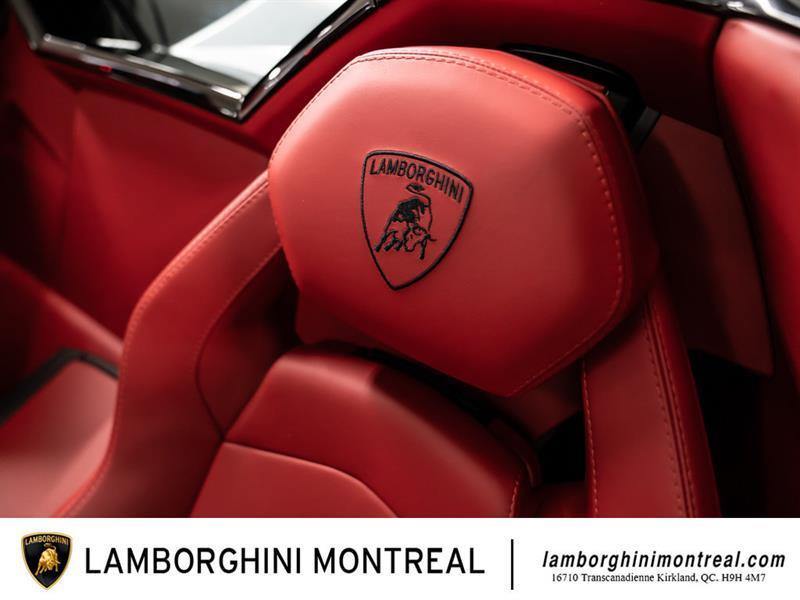 Lamborghini Aventador 36