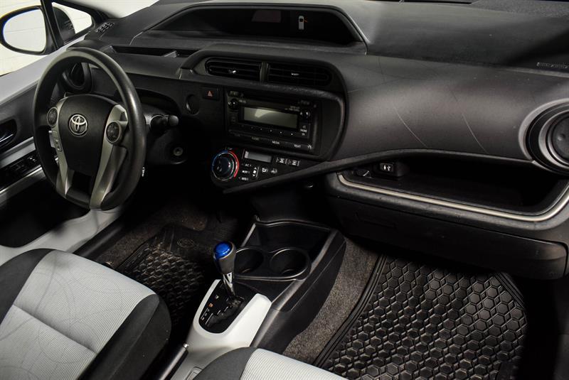 toyota Prius c 2014 - 13