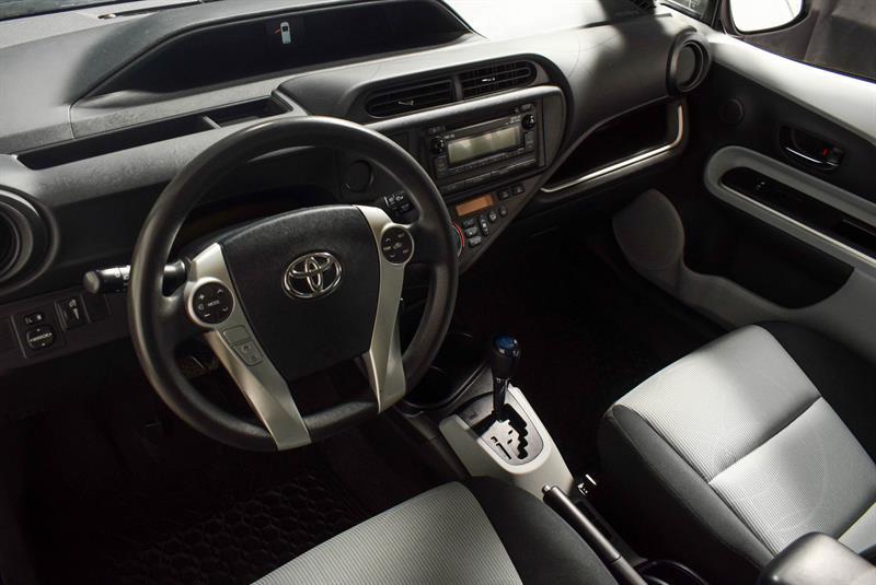 toyota Prius c 2014 - 14
