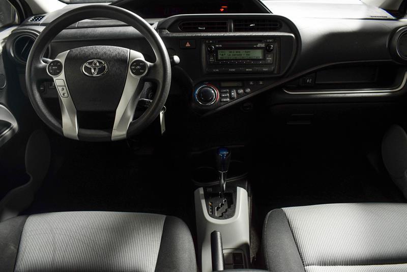 toyota Prius c 2014 - 26
