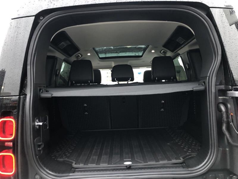 Land Rover Defender 18